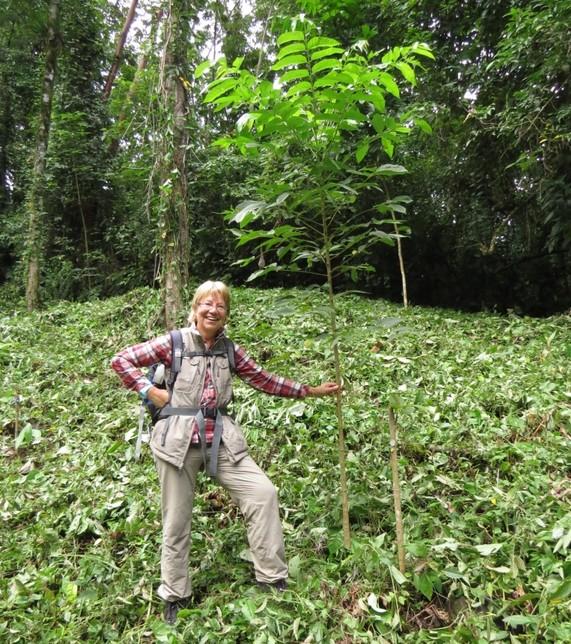 Baumpate Maren zu Besuch im Wiederbewaldungsprojekt