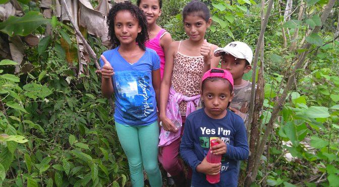 Nachbarskinder in Costa Rica jetzt Baumpaten